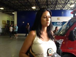 Delegada Izabela Santoni investiga se médico do caso Adrielly fraudava a folha de ponto (Foto: Janaína Carvalho/G1)