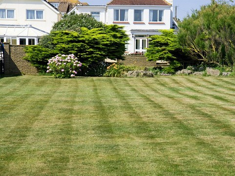 lawn-mowing-service-prices-northern-beaches-sydney_small.jpg