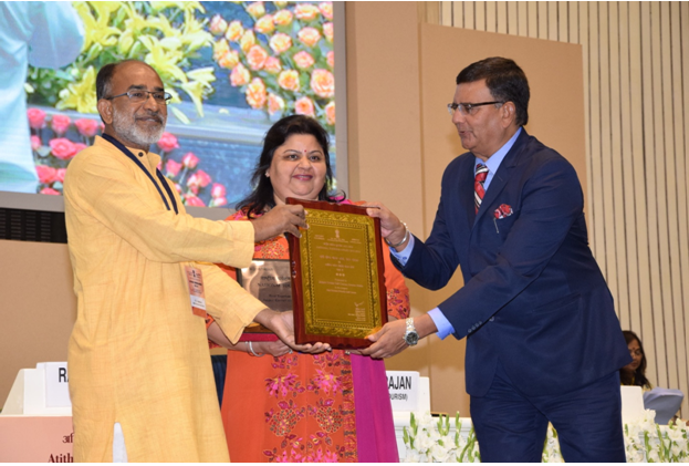 Left to Right: Shri K. L. Alphons, H'ble Minister of State for Tourism (Independent Charge) & Minister of state for Electronics & Information Technology presenting award to Ms. Manju Sharma, Managing Director – Jaypee Hotels and Mr. Sanjeev Rampal, Vice President (Operations) – Jaypee Greens Golf Course