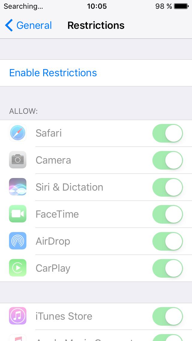 В iOS можно ограничить запуск приложений отдельным паролем