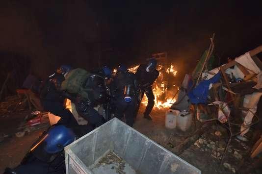 Les forces de l'ordre ont lancé, jeudi 22 février au matin, une opération d'évacuation des opposants au projet d'enfouissement de déchets nucléaires.
