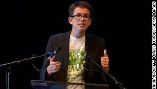 Felix Finkbeiner a fondé Plant for the Planet en 2007, alors qu'il n'avait que neuf ans.  Il est actuellement doctorant au laboratoire de Tom Crowther à l'ETH Zurich.  Il est photographié lors d'une cérémonie de remise des prix en 2015.