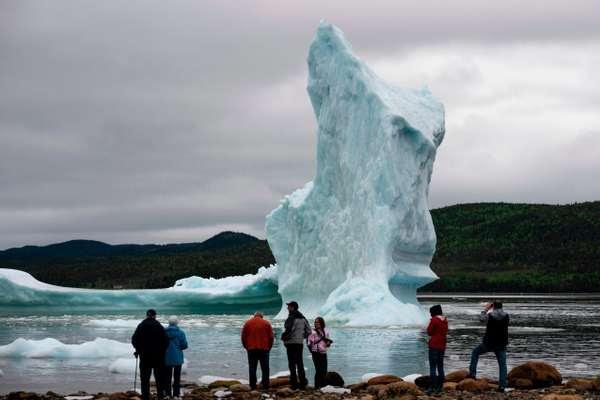 Un iceberg du bord de la mer au large de King's Point à           Terre-Neuve, au Canada, le 3 juillet.