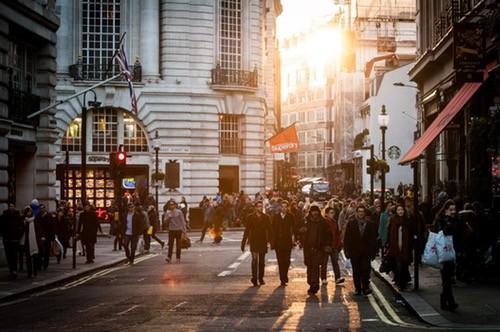 city-sunny-people-street_small.jpg