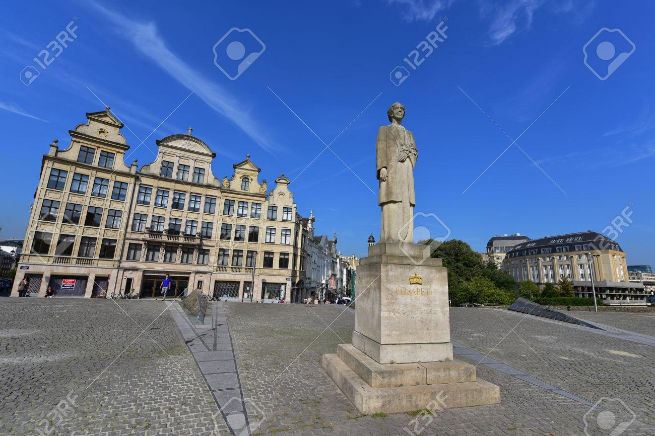 35660330-BRUSSELS-SEPTEMBER-15-Queen-Elisabeth-of-Belgium-statue-made-by-Rene-Cliquet-in-1980-taken-on-Septem-Stock-Photo.jpg