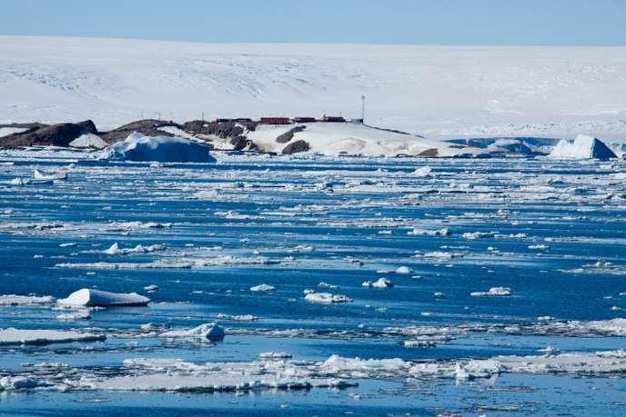 «La France et l'UE proposent notamment, avec           l'Australie, la protection de plus de 950 000 km2 dans           l'Antarctique de l'Est» (Base Dumont d'Urville, en terre           Adélie).