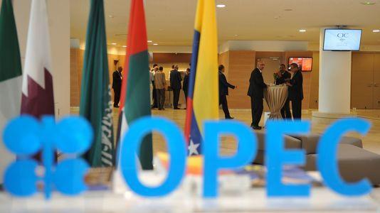 Le logo de l'OPEP (OPEC en anglais) à la conférence d'ouverture de Forum international de l'énergie, à Alger, le 27septembre.