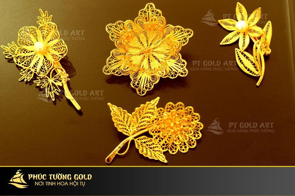 hoa cài áo mạ vàng