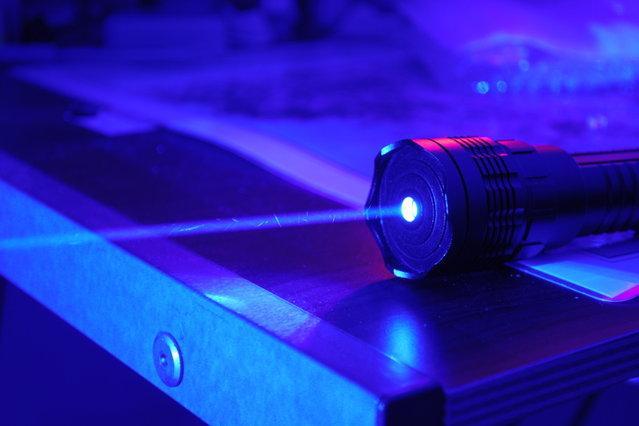 Polscy naukowcy chcą wreszcie skomercjalizować niebieski laser. Szukają inwestora. Czy pomoże im Grupa Azoty?