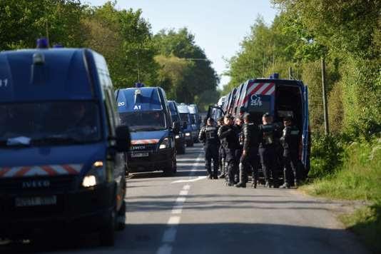 Plusieurs dizaines de camions de gendarmerie ont pris position vendredi matin dans le secteur de La Freusière, à l'extrémité ouest de la ZAD.
