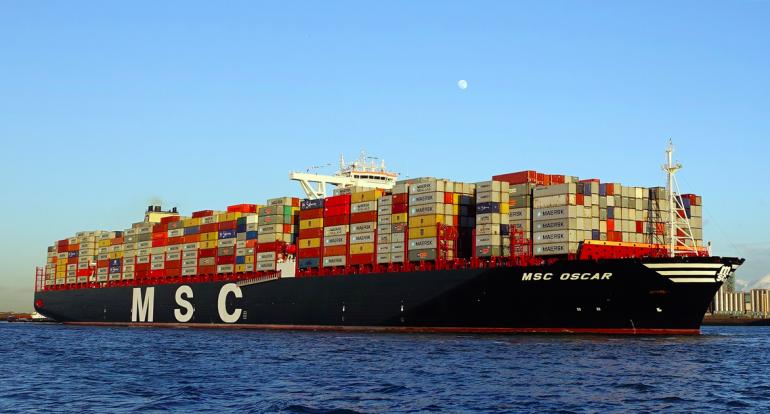 Le MSC Oscar, plus gros porte-conteneurs au monde (MSC Oscar & Svitzer Nari/WikiCommons).