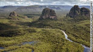 Tapissé dans les arbres, le parc national de Chiribiquete, d'une superficie de 2,82 millions d'hectares, en Colombie, aspire le CO2 de l'atmosphère.