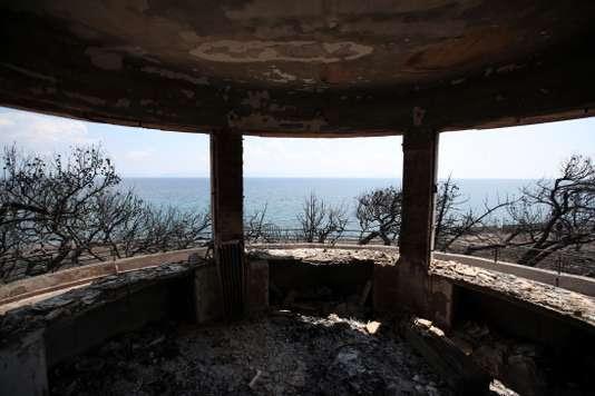 Après les incendies meurtriers à Mati, à l'est d'Athènes           le 25 juillet.