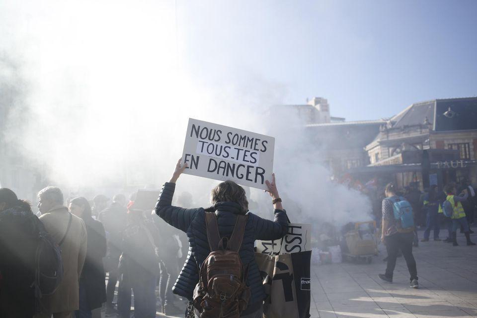 Manifestation contre la réforme des retraites du corps médical, à Nice, le 10 décembre.