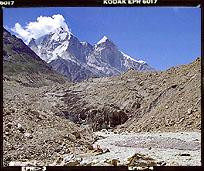 Rzeka Bhagiratti i góra Bhagiratti