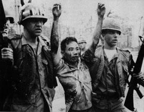 Wzięty do niewoli uczestnik ataku na ambasadę USA w Sajgonie