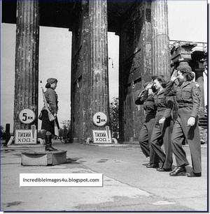 american-women-soldiers-salute-a-russian-woman-soldier-berlin-1945.jpg