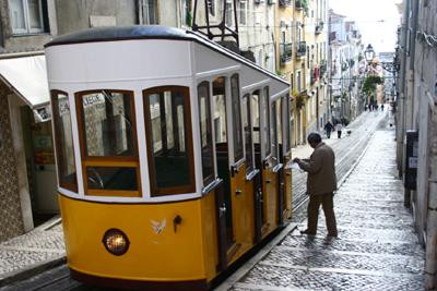 I love the yellow trams of Lisboa