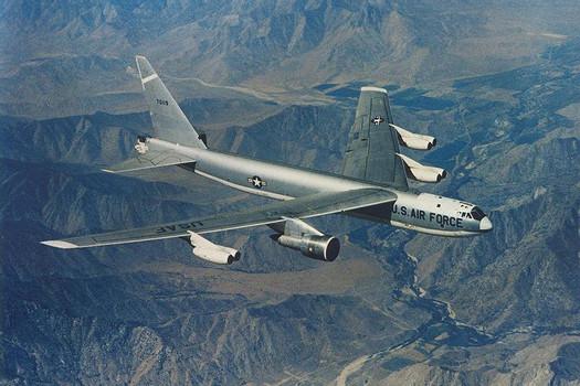 File:Boeing JB-52E (SN 57-0119) in flight 061127-F-1234S-026.jpg