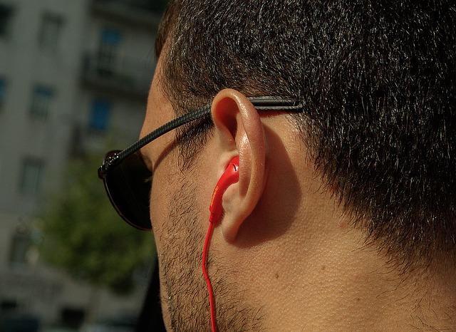 Ubytek słuchu