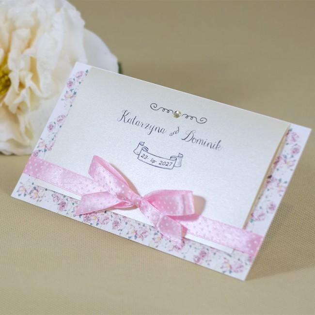 bardzo romantyczne zaproszenie ślubne z kokardką