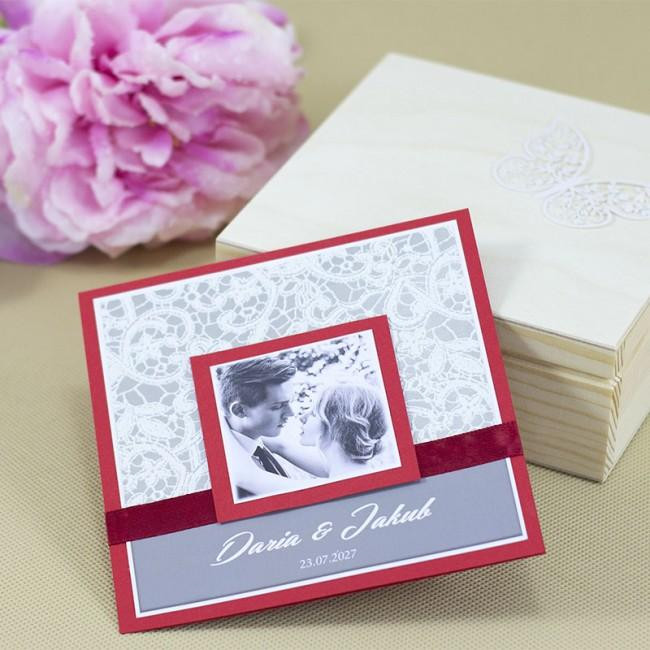 romantyczne czerwone zaproszenie ślubne ze zdjęciem