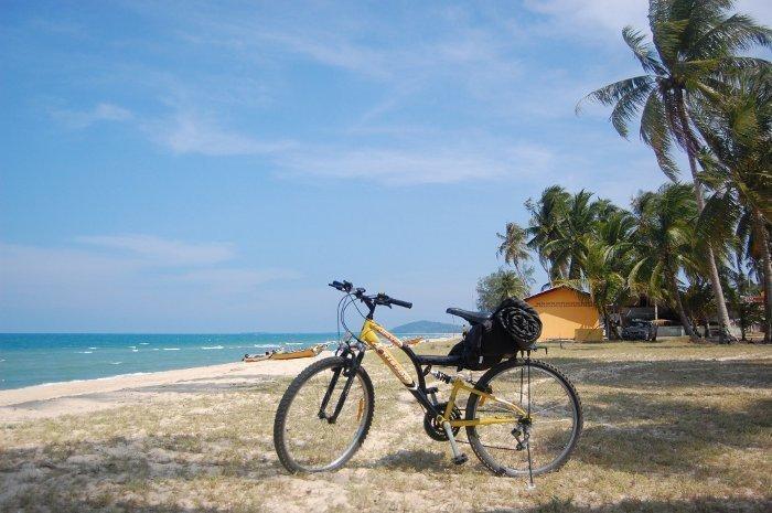 Rower, na którym starałam się jechać od granicy malezyjsko-tajlandzkiej do Singapuru