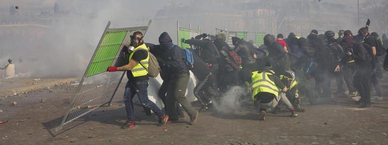 Des manifestants des \