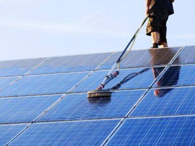solarpanelcleaningcompaniesnearme_1.jpg