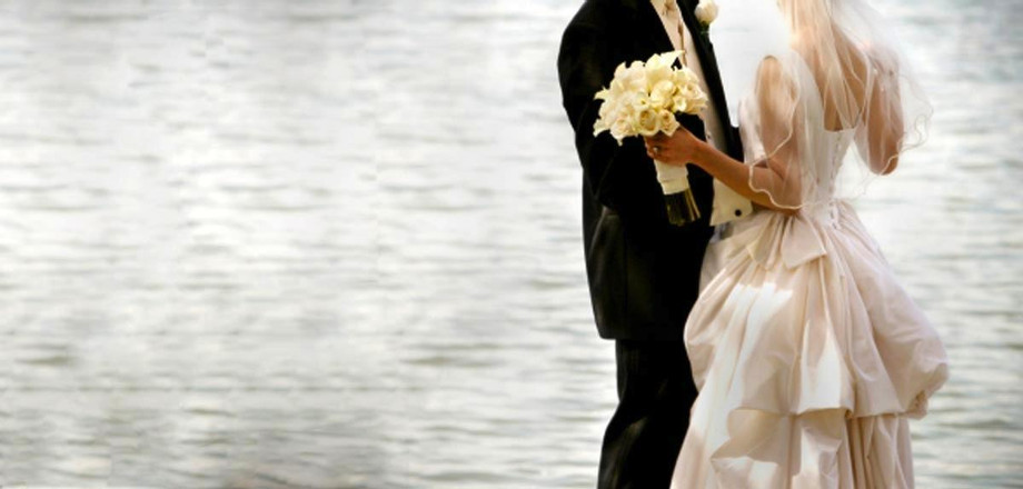 couple-kissing-by-water.jpg